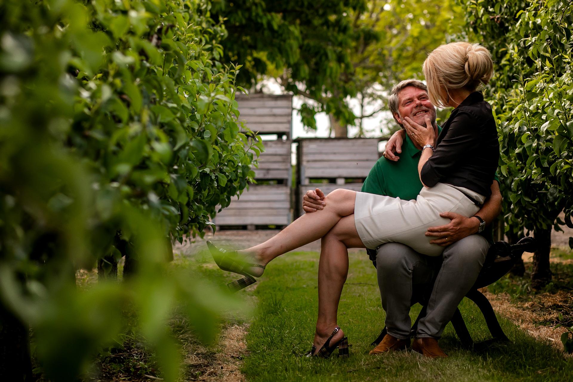 Loveshoot tussen de appelbomen