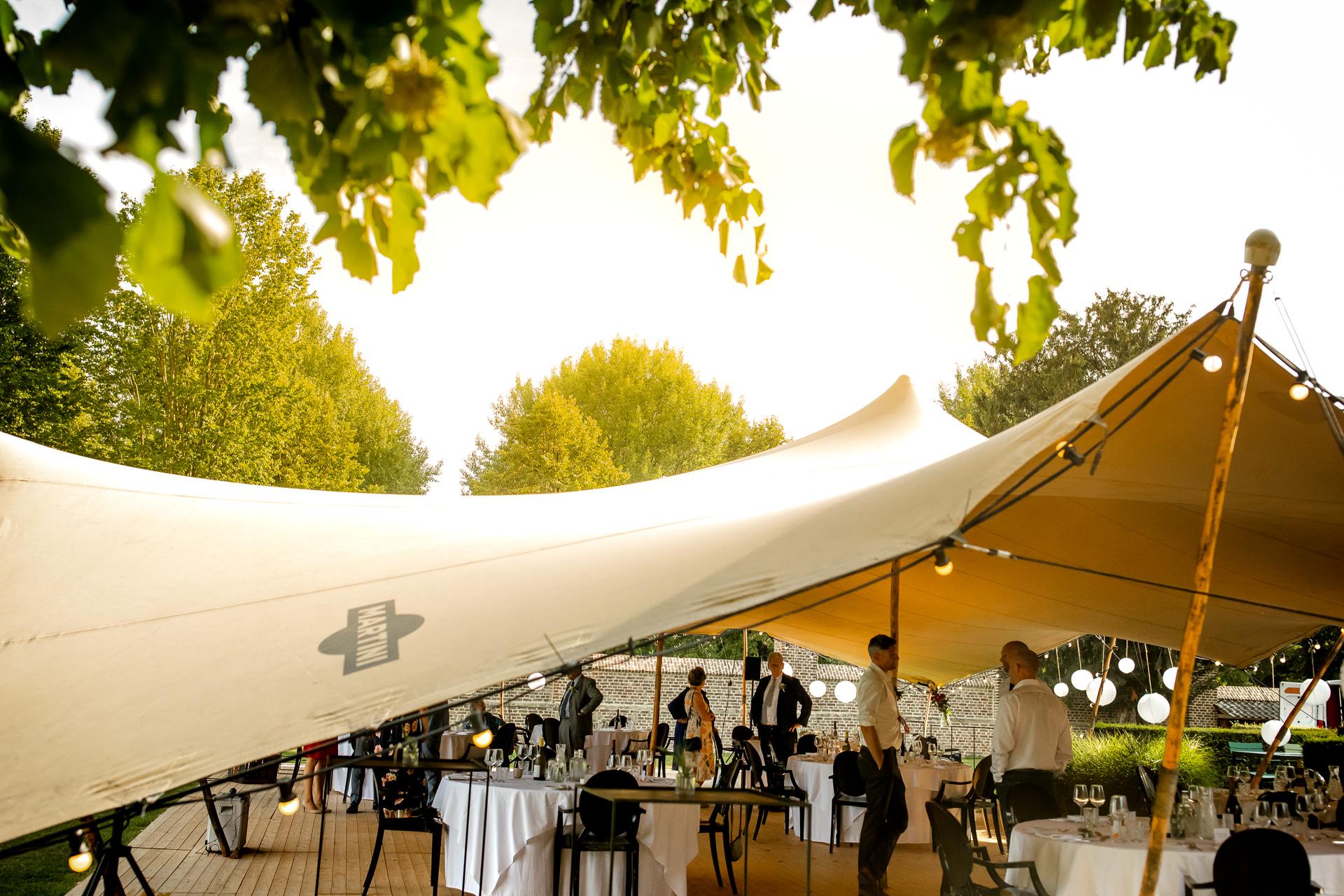 Dineren onder een tent